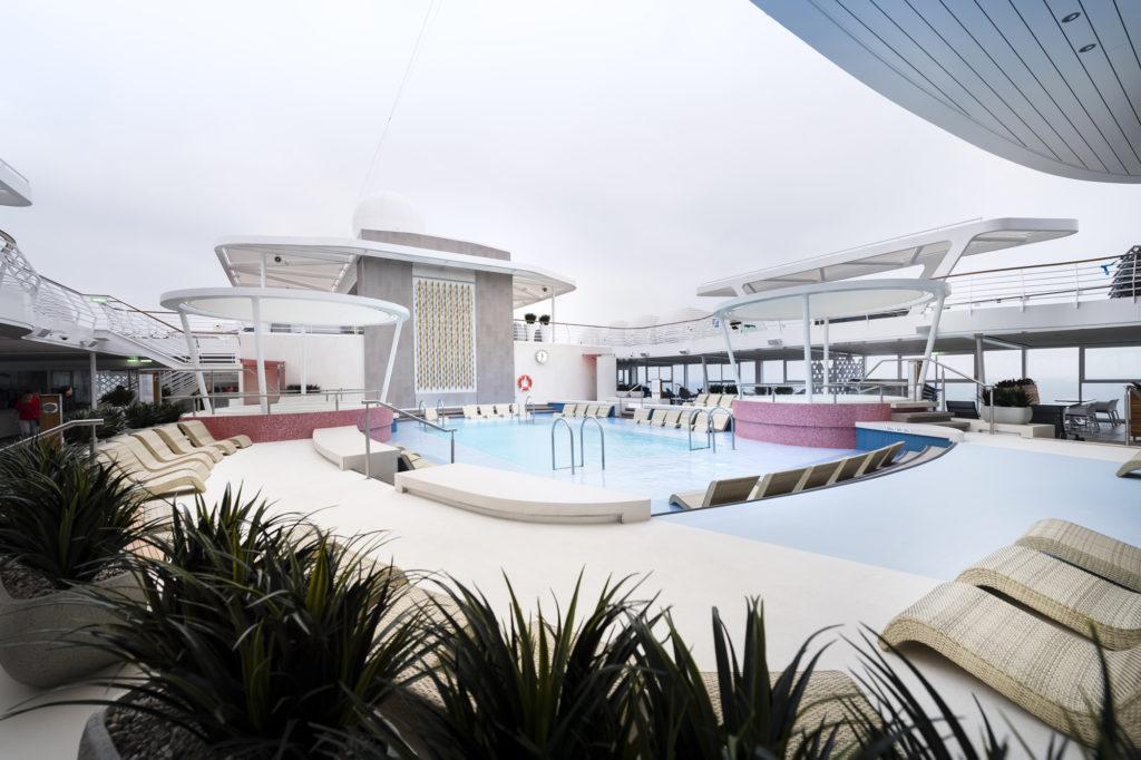 Poolbereich der Mein Schiff 2